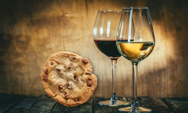 A Valentine's Day Affair with a Cookie & a Vino