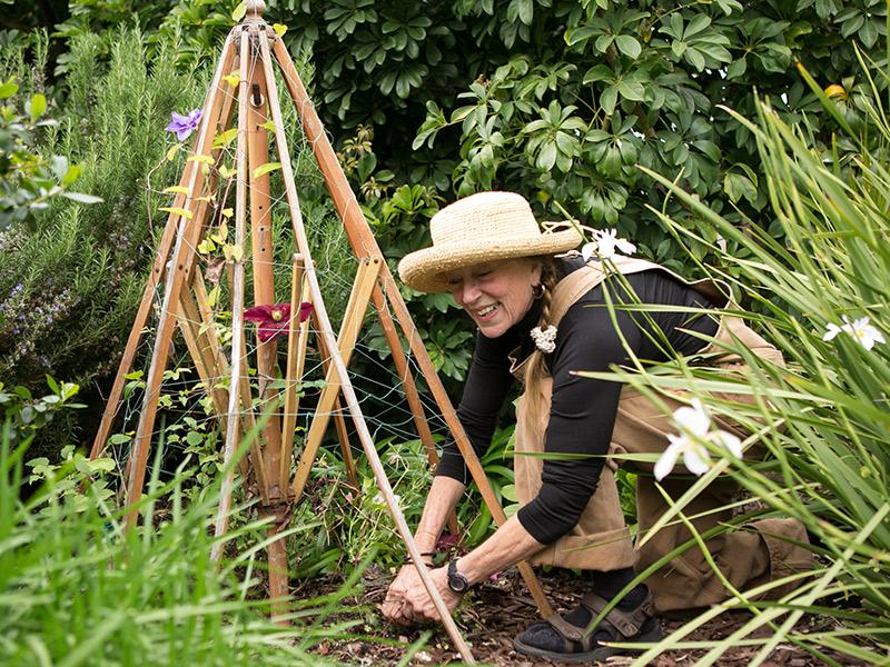 Bio: Elaine Ponziani-Seput, Singer, Gardener, Grandmother, Volunteer